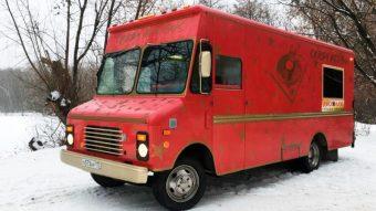 Можете заказать клубный автобус Крейзи Рэд Бас на 15 человек