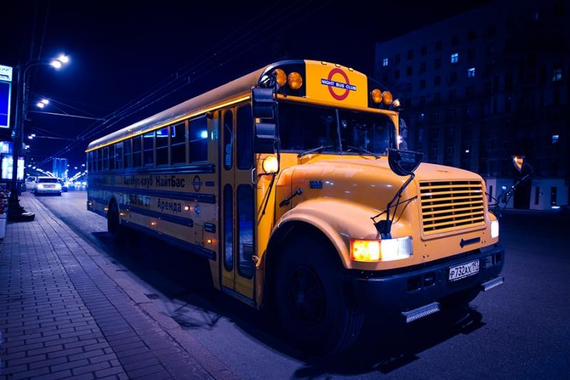 Оранжевый клубный автобус НайтБас