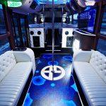 Клубный автобус Голд Бас с шестом на борту